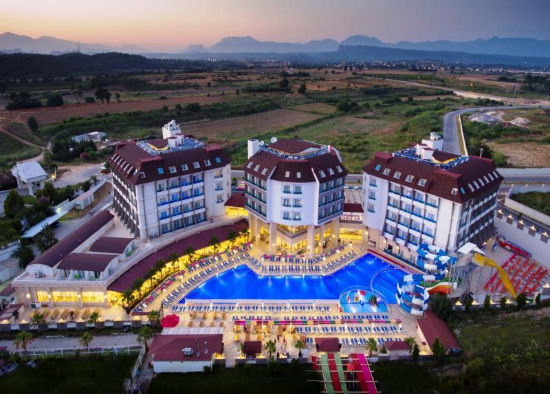 Ramada Resort Side / Ramada Resort Side