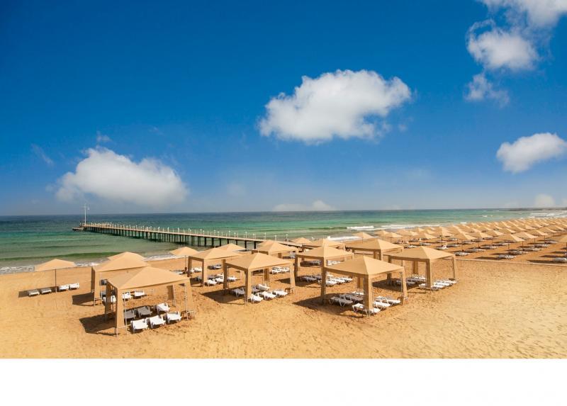 Nestvarna boja mora i zlatan pesak Kipra