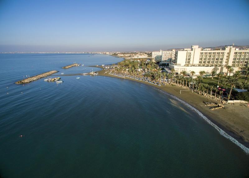 Golden Bay Beach / Golden Bay Beach