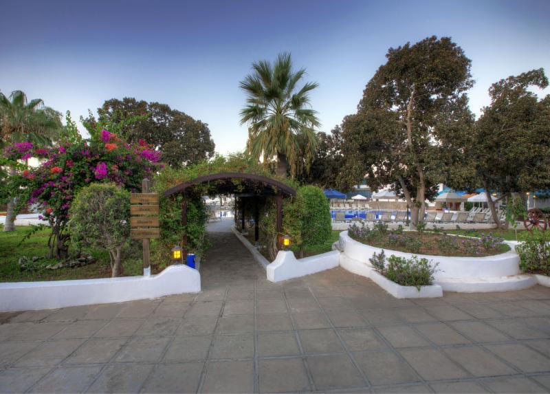 Merit Cyprus Gardens Holiday Village / Merit Cyprus Gardens Holiday Village
